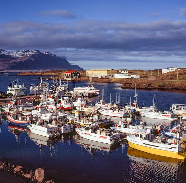 яхты у причала в Исландии
