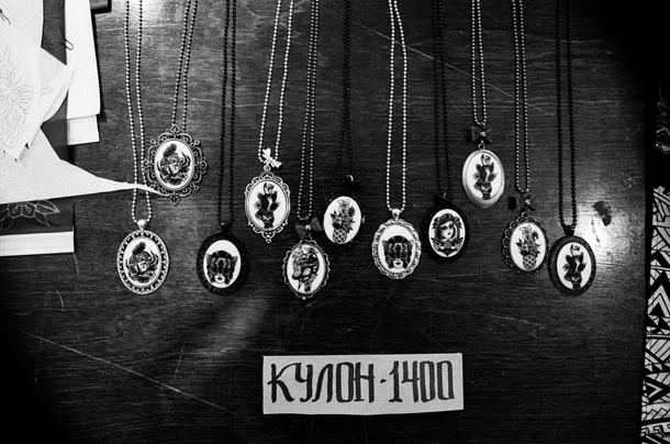 кулоны от kim-anh nguyen-dinh из seven seas tattoo